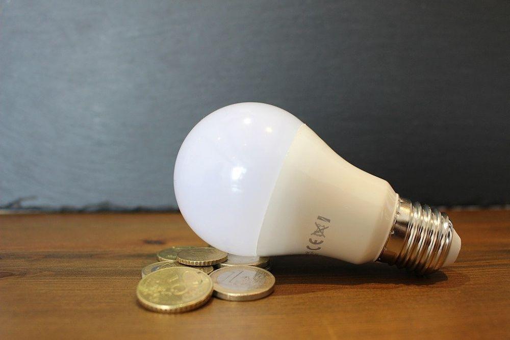 Cómo ahorrar en la factura de la luz tras la subida.jpg